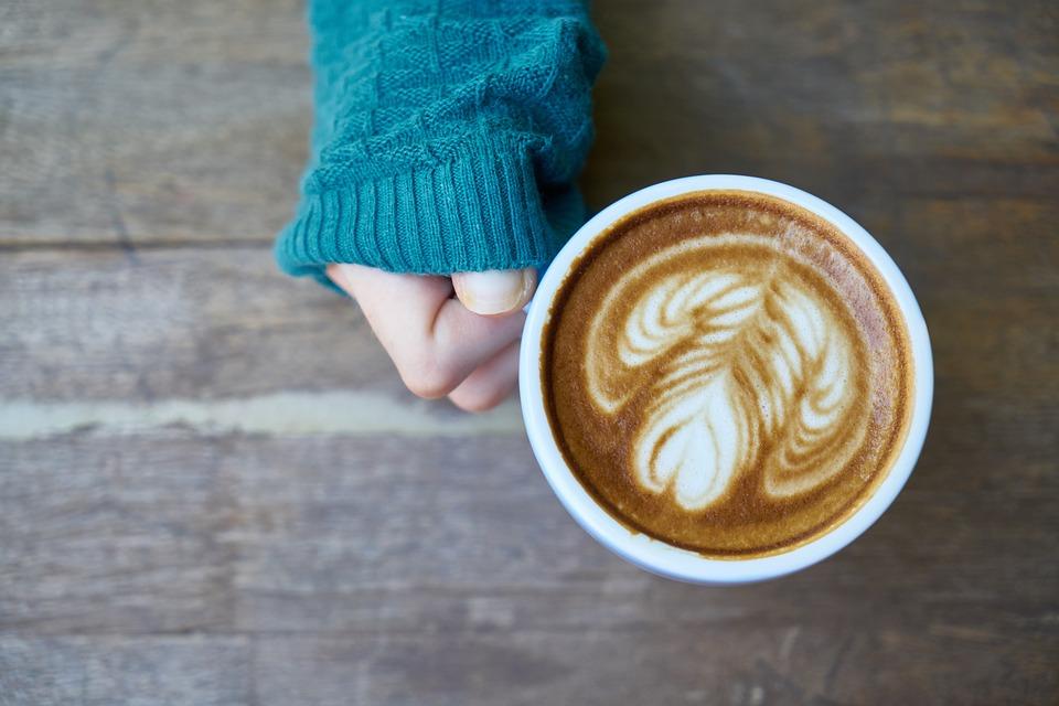 https://cdn.pixabay.com/photo/2017/12/19/11/29/coffee-3027830_960_720.jpg