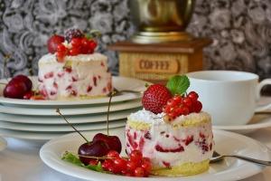 https://pixabay.com/en/cake-strawberries-2459954/