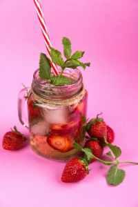 https://www.pexels.com/photo/berries-beverage-cold-delicious-616841/