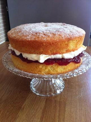 victoria sponge jam sandwich cake