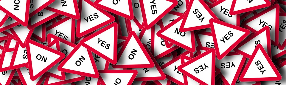 yes and no signs indicating decision fatigue