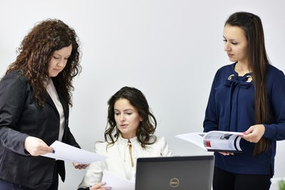 three women laptop