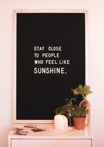 quote stay close to people who feel like sunshine