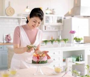 veggie cake Mitsuki Moyasu at work