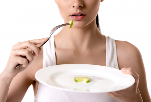 girl-holding-plate-with-slice-cucumber-diet-concept_85574-6290