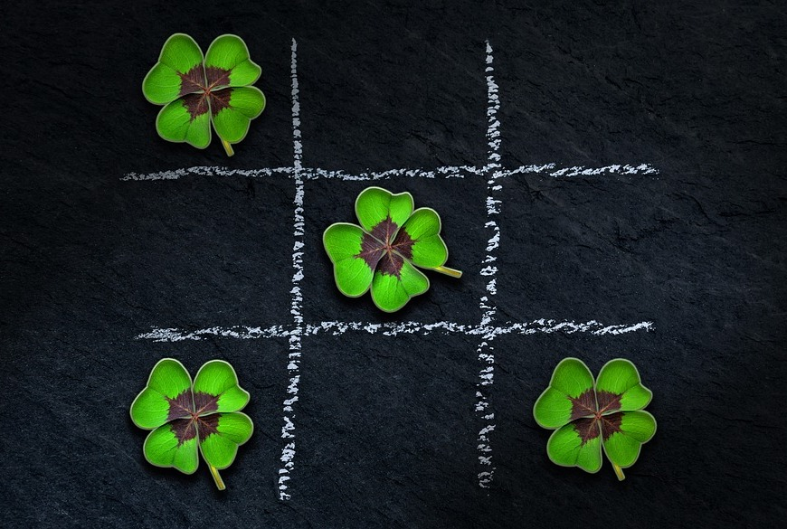 four leaf clover tic tac toe