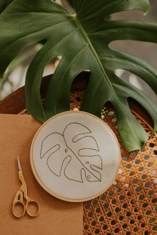 embroidery frame leaf scissors