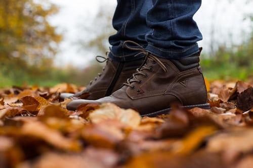 autumn leaves feet crunching
