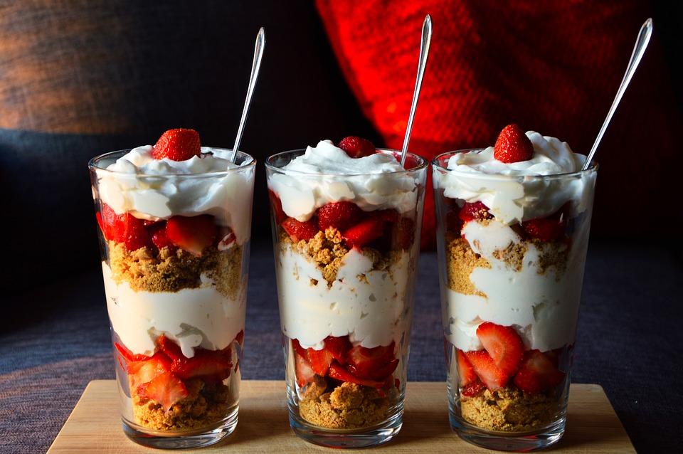strawberry yoghurt layers granola