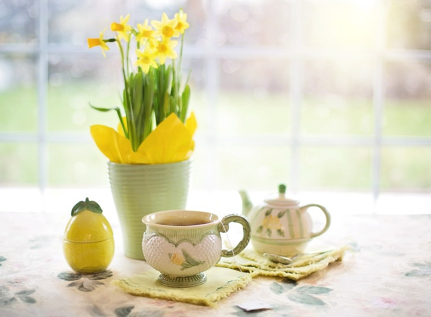 daffodil cup of tea